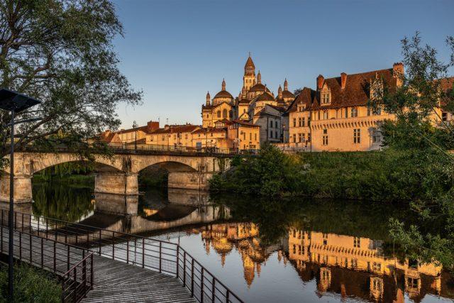 La Cathédrale Saint-Front depuis la voie verte à Périgueux