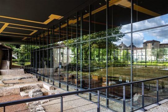 Vue depuis l'extérieur sur le Musée Vesunna